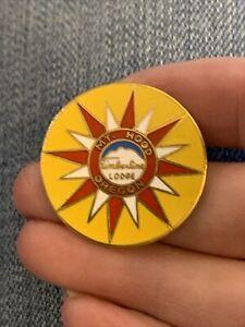 Vintage Timberline Lodge Oregon Gold Tone Enamel Lapel Pin (GW13)