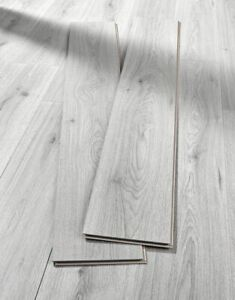 Clearance Cheap Laminate Quality Flooring 7mm Trend Oak Grey Superior 9 in Pack