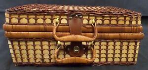 Lovely Basket Picnic Set 20 piece plastic set