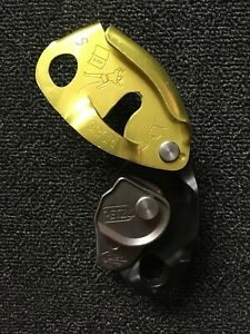 PETZL GRIGRI 2 BELAY RAPPEL DEVICE AND DMM LOCKING CARABINER