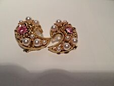 Vintage Ornate Filigree With Pink Rhinestone & Pearl Gold Tone Clip On Earrings