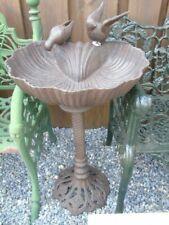 bain d oiseaux, abrevoir, fonte patinée brun, coquillage + 2 oiseaux