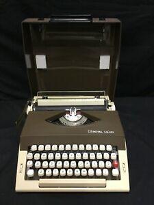 Vintage ROYAL SAFARI Portable Manual Typewriter in Case brown