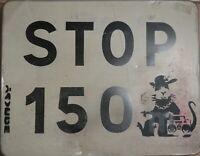 """Signé, Banksy, Grapheur Street Art panneau routier """"STOP150 M""""  certificat R&S"""