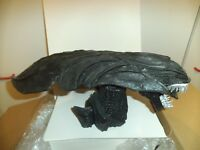 alien resin bust large.UNPAINTED.15 inches long by aprox.6 inches high kit form