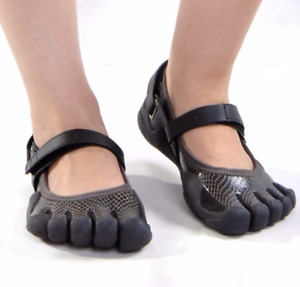 Outdoor  Five Toes Shoes Lightweight  Quick-drying Walking Shoes Slip-Resistant