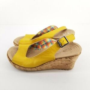 B1 CROCS Leigh Womens 7 Wedge Sandal Yellow  Strap Open Toe Shoes