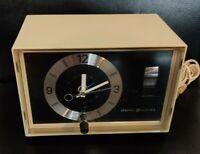 Vintage ANALOG General Electric GE Mid-Century AM Radio/Alarm Clock. TESTED.