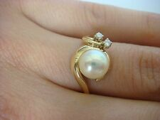 14K YELLOW GOLD, PEARL AND DIAMONDS FREE STYLE LADIES RING 3.1 GRAMS