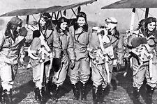 WW2 -  Femmes pilotes anglaises, convoyeuses de Tiger Moth d'entrainement