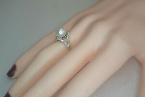 10K WHITE GOLD DIAMOND AND FRESH WATER PEARL RING