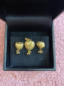 18ct Y-gold Earrings&Pendant Set.Hall Marked.1gram Approx.Tiny But Elegant.Dubai