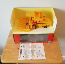 Britains Farm New Holland Combine Harvester With Maize Head 9571 Boxed