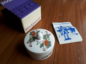 Wedgwood Kutani Crane trinket pot with a lid
