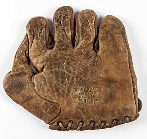 "Circa 1910's -20's, Winchester 1"" Web Baseball Glove, Model 8150, 9,375"" x 9"""