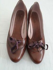 Clarks Ladies Brown Smart Court Shoe Round Toe Ribbon Tie kitten Heel UK Size 7
