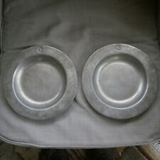 PAIR OF VINTAGE PEWTER PLATES BY WILTON RWP USA W/ CRESTS 23CM