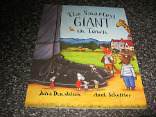 THE SMARTEST GIANT IN TOWN  BY JULIA DONALDSON SOFTCOVER BRAND NEW