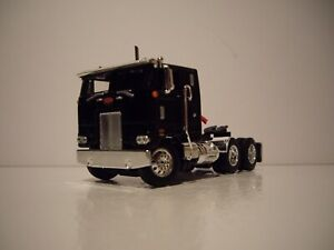 DCP FIRST GEAR 1/64 BLACK PETERBILT 352 WITH SLEEPER