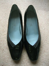 PAIR OF VAN DAL SHOES - SIZE 5.5 D - BLACK PATENT LEATHER