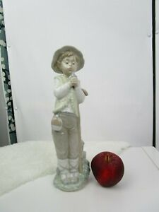 Nao (Lladro) Retired Shepherd with sparrow figure model 02000209. good condition