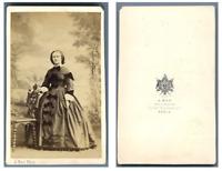 A. Ken, Une dame pose CDV vintage albumen carte de visite,  Tirage albuminé