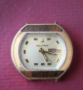BULOVA ACCUTRON 2182 DAY DATE TUNING FORK WATCH. RUNNING. N3(1973)