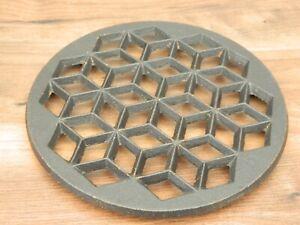 cast iron round trivet