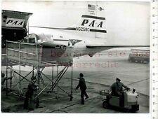ORIGINAL PRESSEFOTO: 1957 CESNA 170 im BAUCH von FRACHTMASCHINE aus NEW YORK