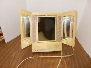 Vintage CLAIROL True-to-Light 3 Way Mirror Lighted Magnifying with Doors LM-8