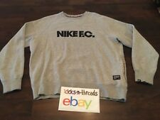 NIKE F.C. SOCCER CREW EMBROIDERED SWEATSHIRT ( MENS LARGE ) ASH GRAY PREOWNED
