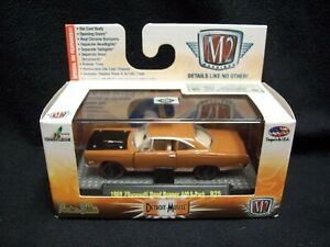 M2 Machines Detroit Muscle 1969 Plymouth Road Runner 440 6 Pack.