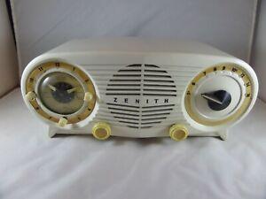 Zenith OWL EYES Cream Color Tube Clock Radio Mid Century Model S-18535