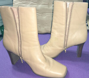 """Apostrophe Womens Ankle Boot Heels Size 9 1/2 Beige, """"Preowned""""🔥FreeShip 🔥"""