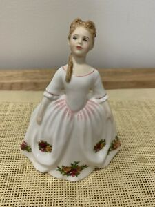 Royal Doulton figurine Old Country Roses  HN3482 In Excellent Condition