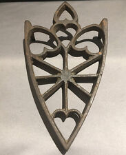 ANTIQUE CAST IRON TRIVET FIVE HEARTS PRIMITIVE 3 FOOTED CIRCA 1890 VERY NICE