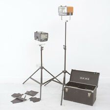 2 POWER FLASH MD400 STUDIO LIGHTS In their Case, Barndoor, I works & 1 for parts
