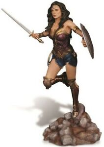 Moebius Models 1015 1:8 Wonder Woman - BvS Resin