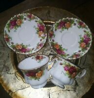Vintage ROYAL ALBERT Set Of 2 Old Country Rose Tea Cups & Saucers. GUC.