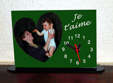 Horloge de bureau personnalisée 1 coeur photo sur fond couleur vert avec texte
