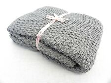 LIGHT GREY LARGE KNITTED THROW OVER BEDSPREAD SNUGLY BLANKET 130X170CMS APP