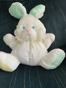 VINTAGE 1988 FISHER PRICE PUFFALUMP 1ST EDITION BABY BUNNY W/FOOT LOGO & RATTLE