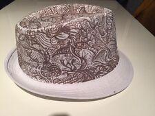 neuer und handbemalter Hut; weiß / schwarz; Größenverstellbar innen