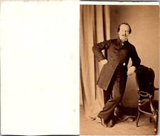Homme en pose poing sur la hanche, circa 1860 Vintage CDV albumen carte de visit