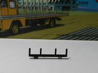 dinky 885 saviem porte fer  support pour barre en acier en plastique noir