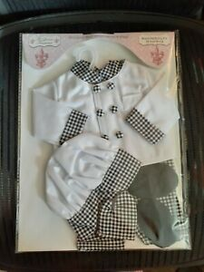 "18"" doll chefs outfit,hat,oven mitt,slippers,new in package,fits American Girl"