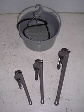 BUCKET OILER & 3 Aluminum Pipe Wrenches RIDGID 65R Pipe Threader 811 815 11R 12R