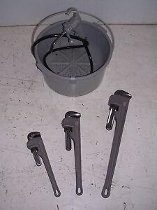 BUCKET OILER & 3 Aluminum Pipe Wrenches RIDGID 65R Pipe Threader 811 815 11R 12R
