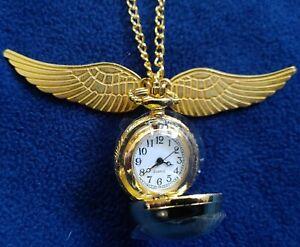 Harry Potter: Goldfarbenes Quidditch Schnatz-Medaillon mit Uhr