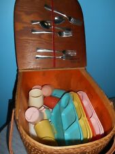 REDMON PICNIC BASKET WITH COLONIAL PLASTICS FOOD TRAYS & CUPS + SILVERWARE